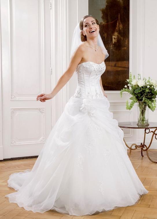 b91852bec5 Menyasszonyi ruha - Brill esküvőiruha szalon Debrecen