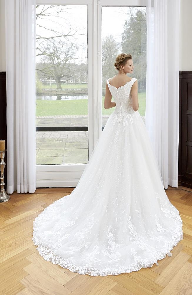 8513b01c4b Giszalon eskvi ruha menyasszonyi ruha ruhaklcsnz